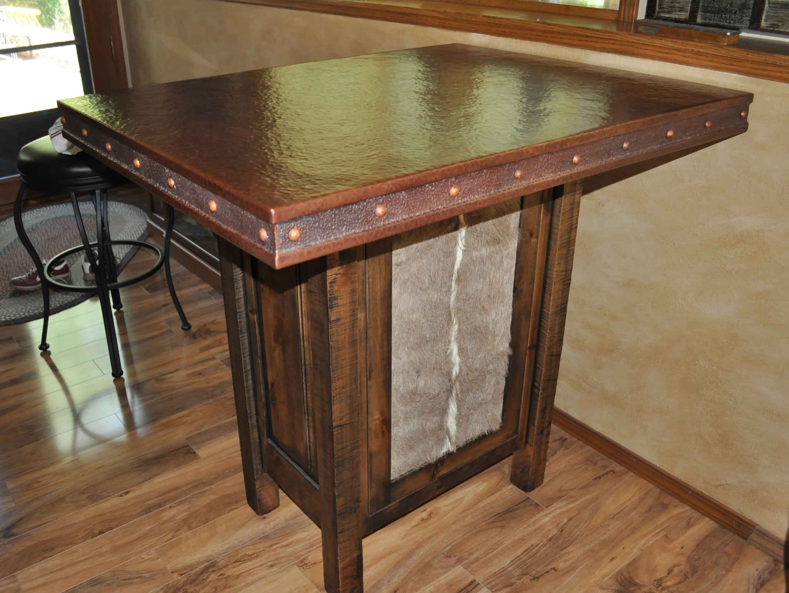 Merveilleux Hand Crafted Rustic Copper Table Top